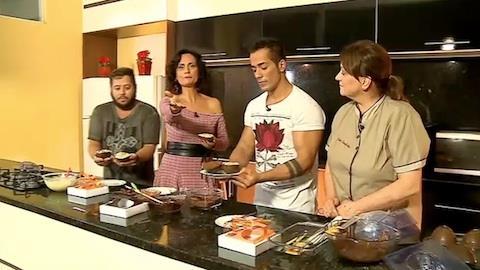 Hugo e Tiago exigem 'capotinha' do ovo de chocolate