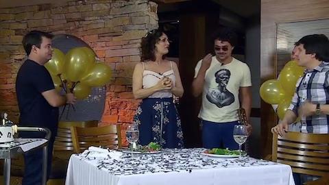 Faa Morena ganha surpresa de amigos artistas em seu aniversário