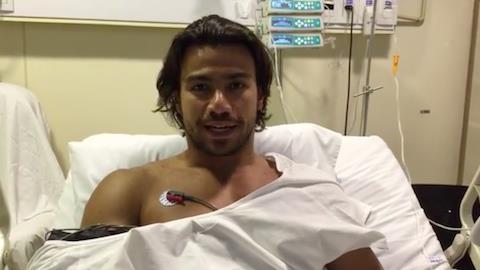 Ainda no hospital, Mariano tranquiliza fãs mas cancela apresentações