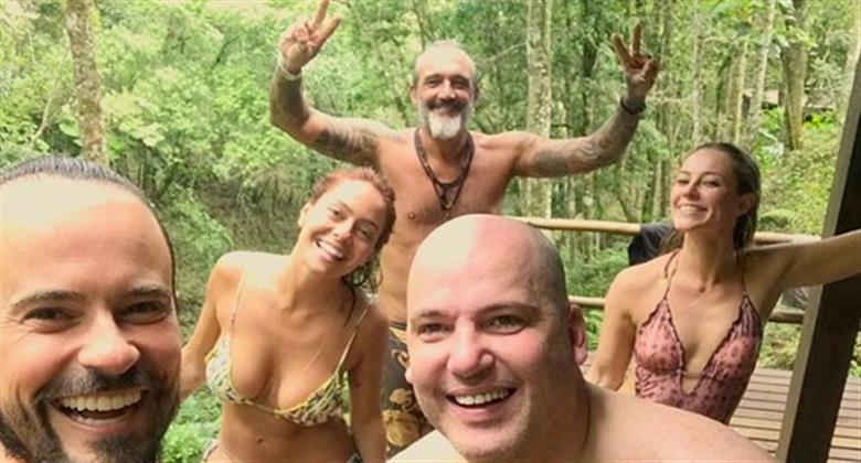 f16de4970a Paolla Oliveira e noivo surgem em foto de Paulinho Vilhena durante viagem  RedeTV!