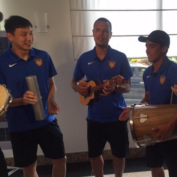 XV de Piracicaba vence time chinês de Jadson, Luis Fabiano e Luxemburgo