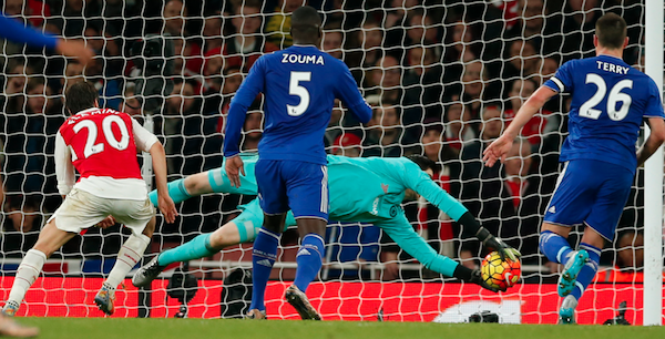 Diego Costa marca, Chelsea vence Arsenal e deixa Leicester na liderança