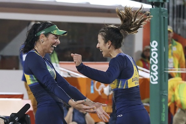 Agatha e Bárbara vencem e vôlei de praia pode ter final brasileira