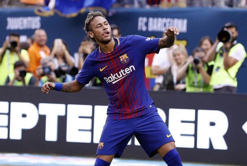 Neymar se desentende com lateral do Barcelona e deixa treino