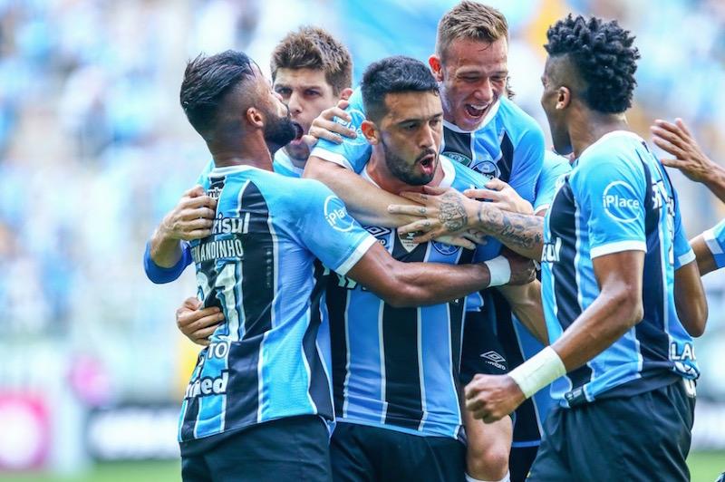 Grêmio massacra Sport e diminui vantagem do líder Corinthians