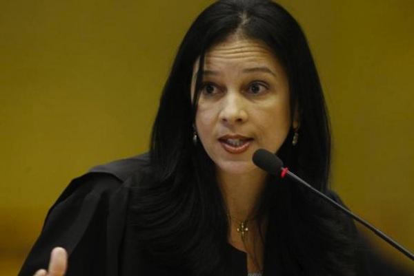 Grace Mendonça assume AGU e governo Temer tem primeira mulher no ministério