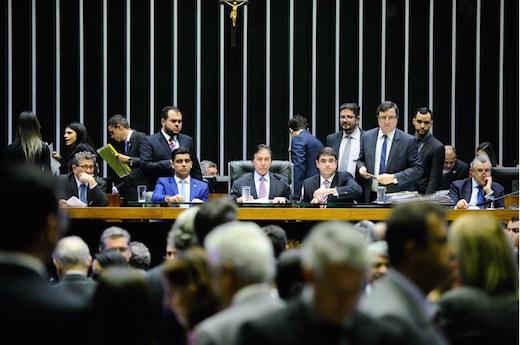 Congresso derruba veto e garante redistribuição de ISS para local do consumo