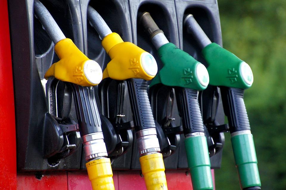 Petrobras reduz preço do combustível. Mas vai chegar na bomba?