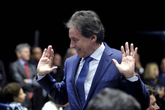 Eunício anuncia no Senado que assume Presidência durante viagem de Temer