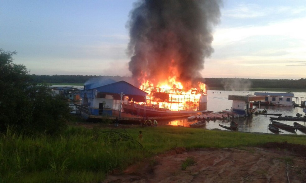 Explosão durante abastecimento de barcos deixa feridos no AM