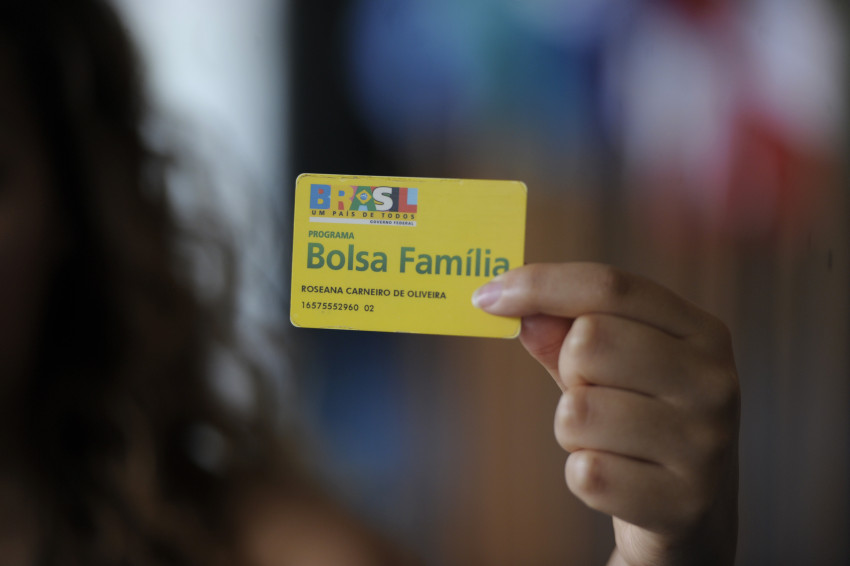 Governo federal dará aumento real no Bolsa Família em 2018, diz ministro