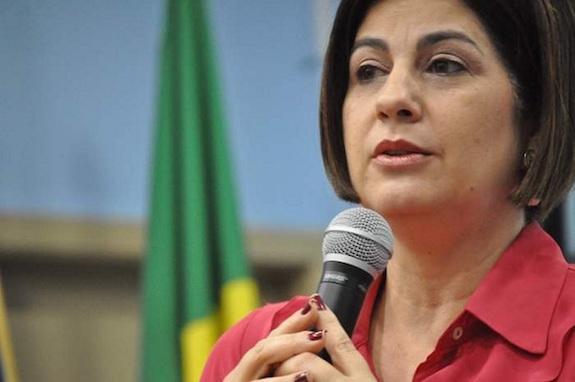 Rosinha Matheus deixa prisão após uma semana e usará tornozeleira eletrônica