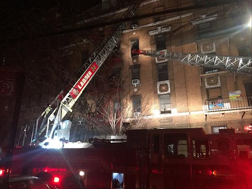 Pior incêndio em 25 anos deixa 12 mortos em Nova York