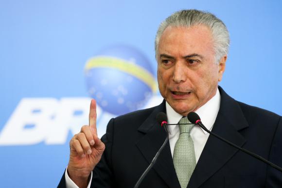 Temer condena ataque a Lula, mas menciona clima de 'uns contra outros'