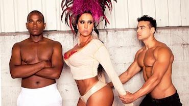 Gracy Barbosa posa sexy em clima de Carnaval