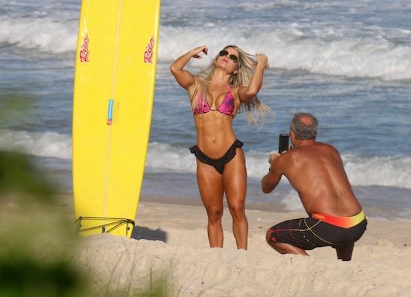 7cbf10bd1 Kadu Moliterno tira fotos quentes da namorada na praia RedeTV!