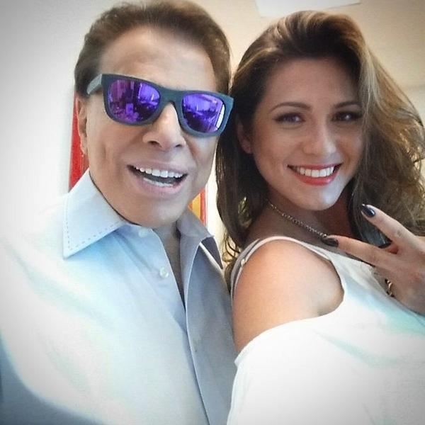 70acdb7a86eb6 Silvio Santos posa de óculos espelhados em selfie com Lívia Andrade ...