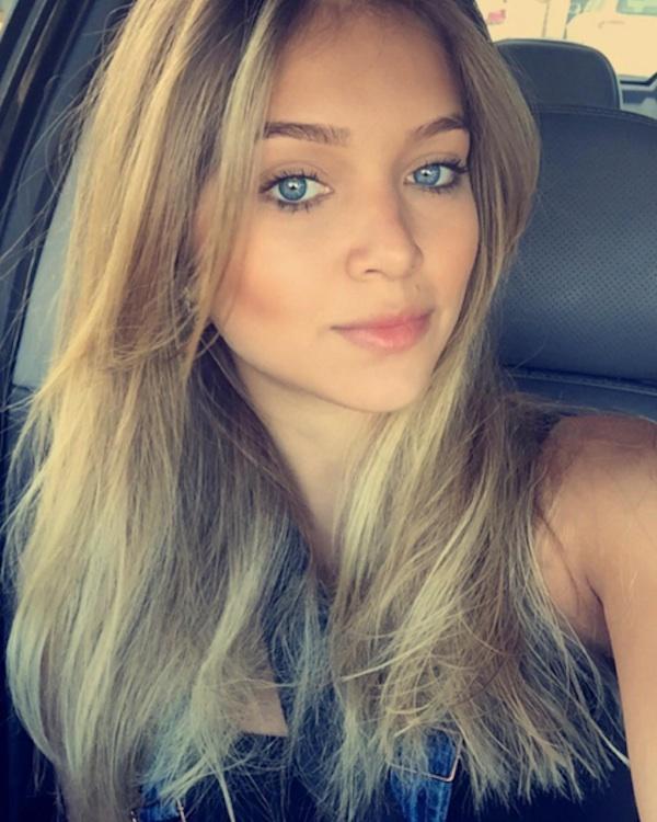 Aos 21 anos, filha do cantor Leandro chama atenção por