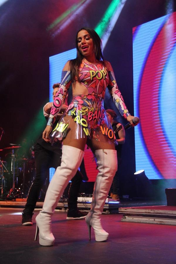fa59c516b Anitta usa look transparente em show no Rio de Janeiro RedeTV!