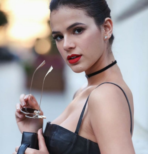 Cantor Nick Jonas curte fotos de Bruna Marquezine na França