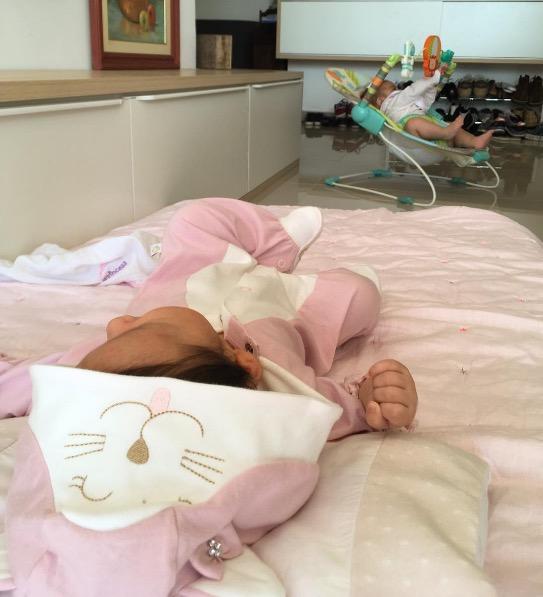 Sogra posta foto de Yanna Lavigne com a filha Madalena no colo