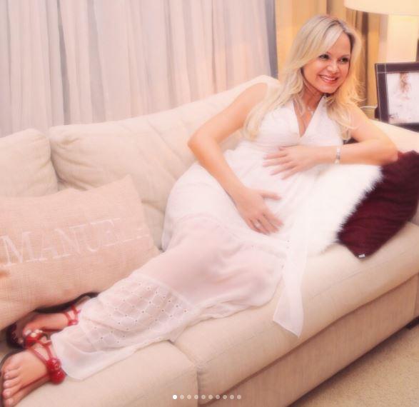 Grávida, Eliana volta ao hospital: 'Vamos ficar até o nascimento'