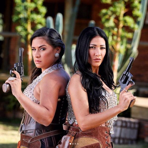 Simone e Simaria atiram em clipe com ares de faroeste