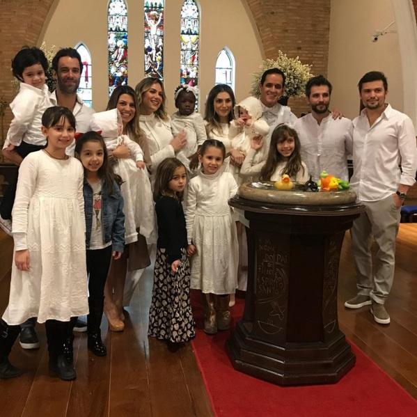Quem: Bruno Gagliasso e Giovanna Ewbank batizam Títi