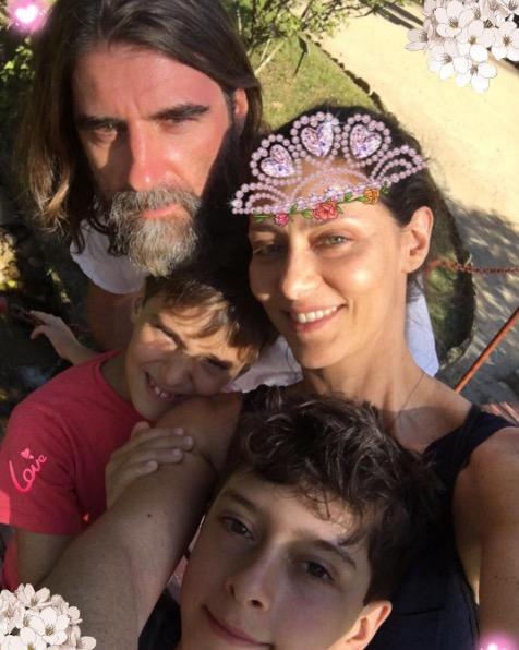 Maria Fernanda Cândido mostra momento raro com marido e filhos