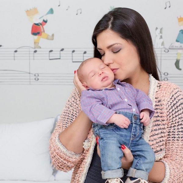 Michel Teló comemora 2 meses do filho com foto fofíssima: