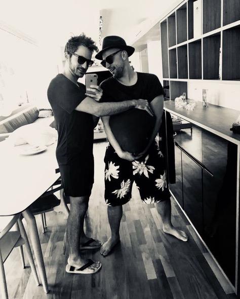 Ator Paulo Gustavo e marido anunciam que serão pais de gêmeos