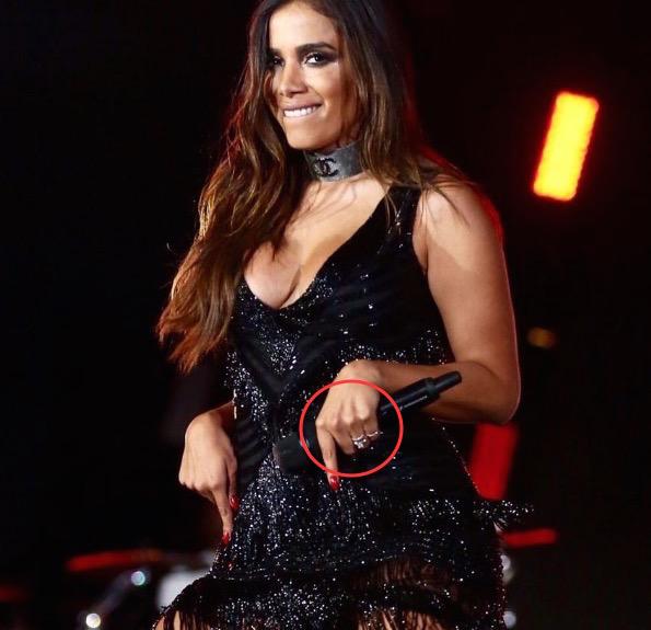 Anitta troca alianças com Thiago Magalhães
