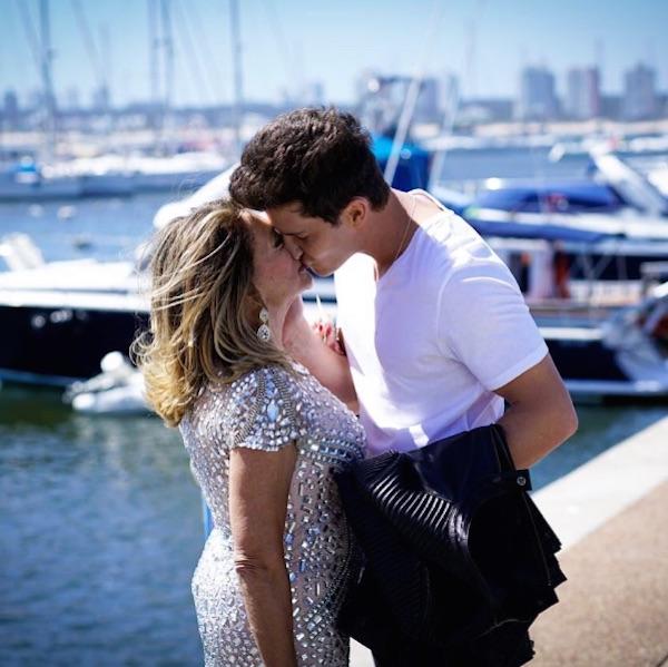Susana Vieira posta foto beijando Klebber Toledo e