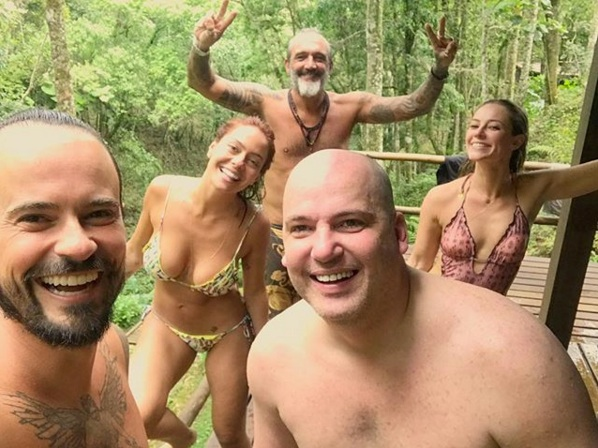 De biquíni, Paolla Oliveira ganha elogios dos fãs: 'Deusa'