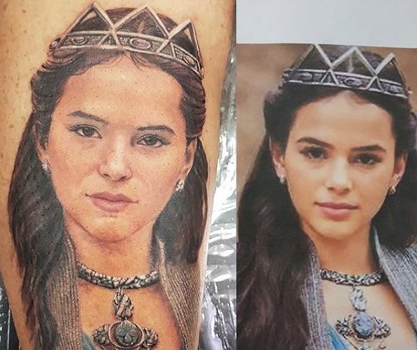 Homem faz tatuagem do rosto de Bruna Marquezine e divide opiniões