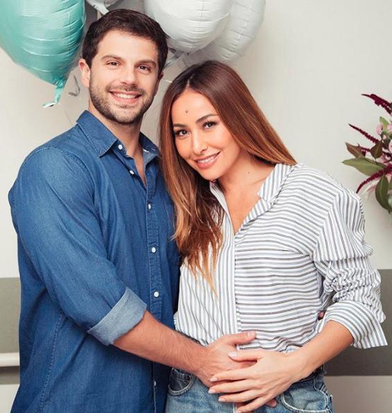 Na TV, Ivete Sangalo parabeniza Sabrina Sato pela gravidez