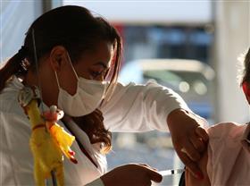 Brasil vacina mais de 2 milhões de pessoas em um dia