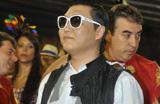 Confira os famosos nos bastidores do 2� dia de Carnaval em SP