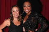 Regina Volpato cai no samba com Simone Sampaio na Drag�es da Real
