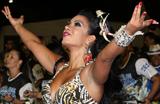 Cinthia Santos esbanja charme em ensaio da �guia de Ouro