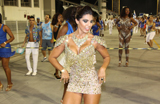 Sedutora Cris Mello participa de ensaio pr�-Carnaval