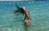 Atacante da sele��o feminina dos EUA mostra suas curvas na praia