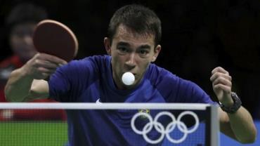 Hugo Calderano faz história, mas é eliminado no tênis de mesa