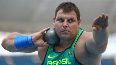 Brasileiro Darlan Romani faz melhor marca da vida e vai à final do arremesso de peso da Rio 2016