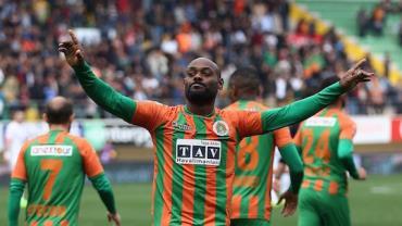 Rei da Turquia: Vagner Love alcança média de um gol por jogo e desperta interesse de gigante local