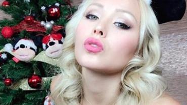 """""""Musa do Sexo a Três"""" posta foto sensual em clima natalino e promete encontro com seguidores"""