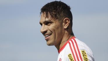 Defesa de Guerrero consegue reduzir pena para seis meses e atacante poderá jogar a Copa do Mundo