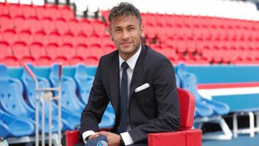 Transferência de Neymar ao PSG, a mais cara da história, completa 1 ano