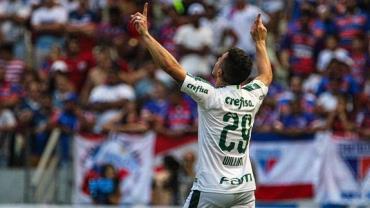 Palmeiras vence Fortaleza e volta a ficar 3 pontos atrás do Flamengo
