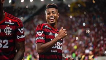 Flamengo vence Fla-Flu com sobras e segue disparado na liderança
